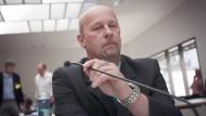 Andreas Temme, hier 2015 in einer Anhörung des NSU-Untersuchungsausschusses im hessischen Landtag, war dienstlich mit dem mutmaßlichen Lübcke-Mörder befasst.