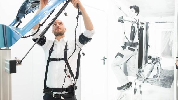 Ottobock schickt Exoskelette in die Fabrik