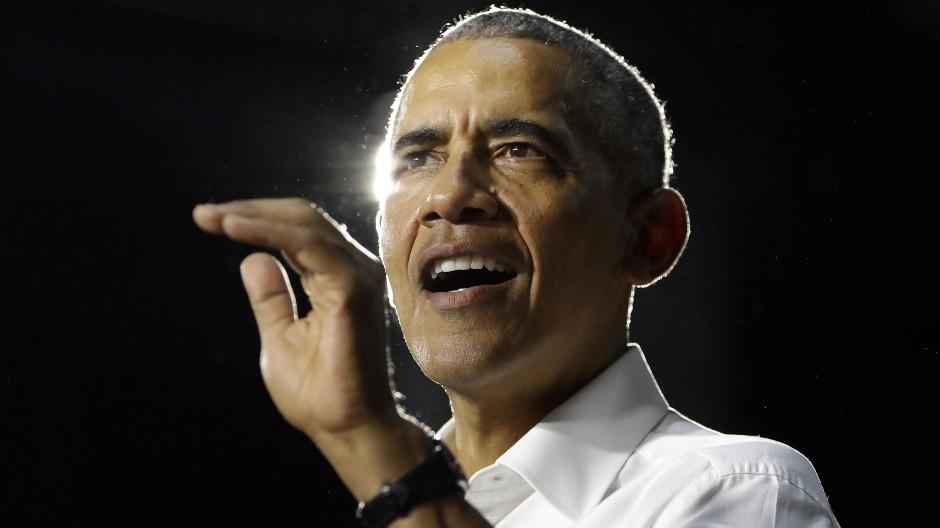 Der frühere amerikanische Präsident Barack Obama, hier 2018 in Miami, warf Trump in einer seltenen direkten Attacke vor, er wolle der Post die Kniescheiben zertrümmern.
