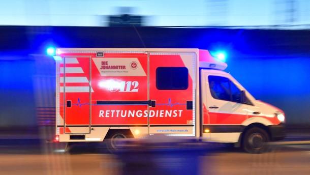 Drei Verletzte durch umgestürzten Kran in München