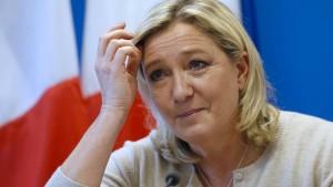 """""""Marine Le Pen hat eine Bank gefunden, Punkt!"""""""