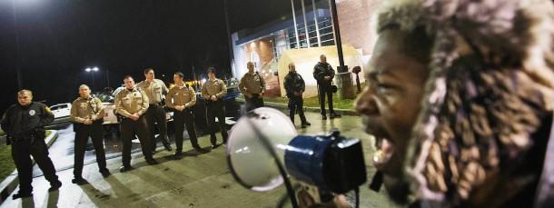 Angespannte Lage: Protest vor der Polizeizentrale von Ferguson