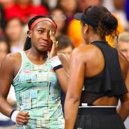 Große Gesten nach dem Spiel: Siegerin Naomi Oaska tröstet Coco Gauff nach dem Match bei den US Open.