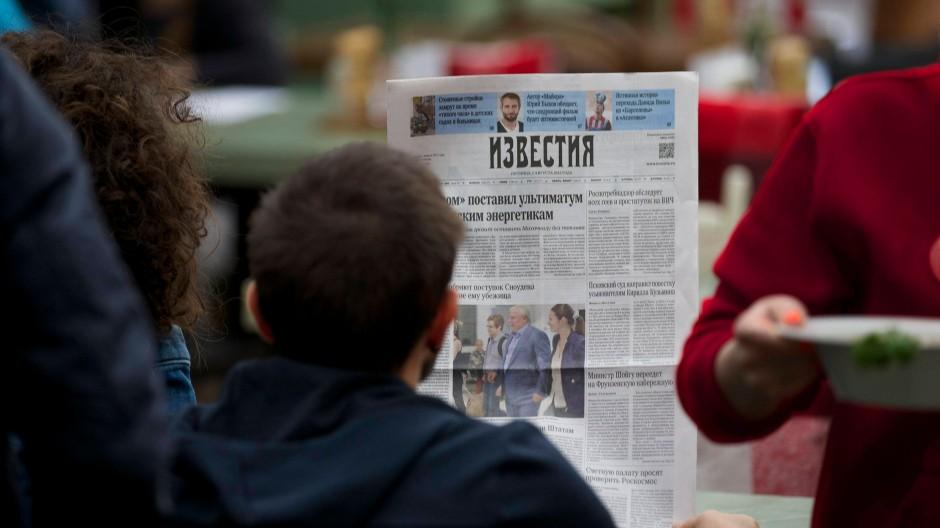 Der Fall Snowden prägt auch die Titelseiten russischer Zeitungen.