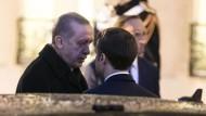 Eng beieinander und doch weit voneinander entfernt: Erdogan und Macron am Freitag in Paris.
