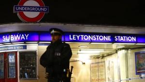 Messerattacke in U-Bahn – Polizei spricht von Terror