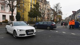 Verkehrsdetektive in Warnjacken