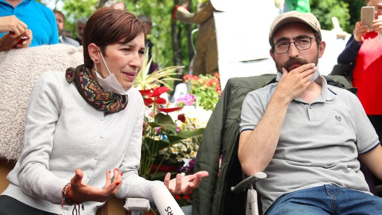 Türkei nimmt hungerstreikende Lehrer in Haft
