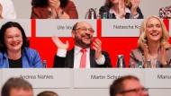 Voller Hoffnung: SPD-Kanzlerkandidat und Parteivorsitzender Martin Schulz, Bundesarbeitsministerin Andrea Nahles (l.) und die stellvertretende Parteivorsitzende Manuela Schwesig