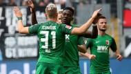 Der FC Augsburg trifft gegen Eintracht Frankfurt per Standardsituation.