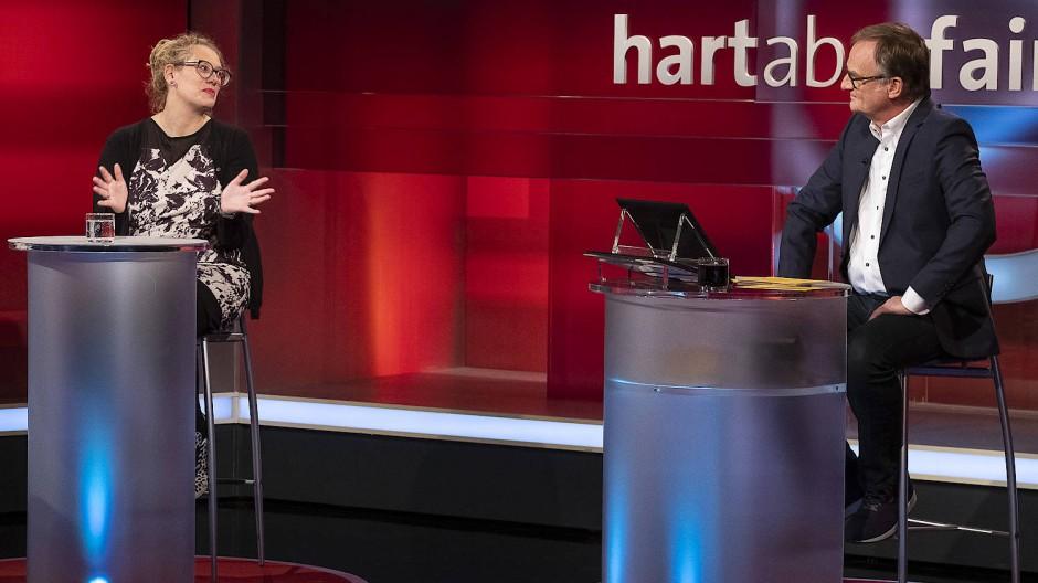 Frank Plasberg im Gespräch mit der Journalistin Andrea Zschocher