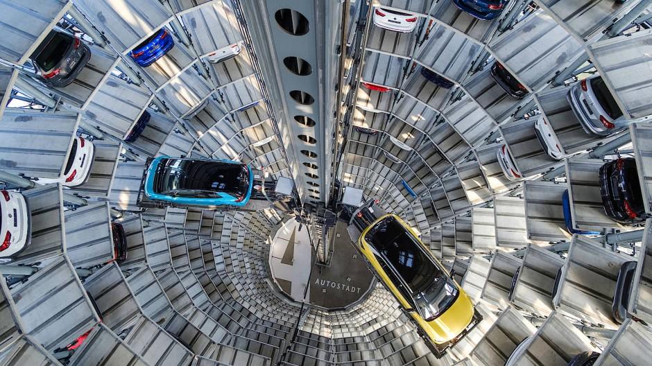 Autoturm in Wolfsburg: Volkswagen ist das größte Unternehmen Europas