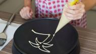 Christine Sinnwell-Backes bringt mit ihrer Pancake-Kunst frische Formen in die Pfannkuchen-Welt.