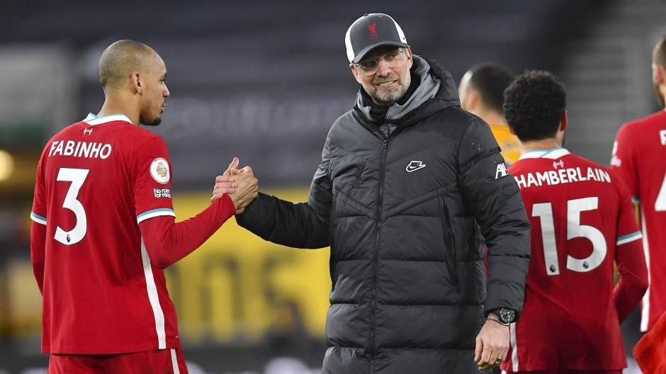 Ist er die Rettung? Fabinho mit Jürgen Klopp.