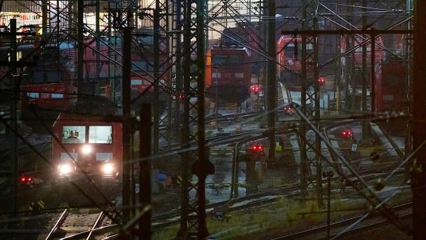 S-Bahnen, Regional- und Fernzüge fallen aus