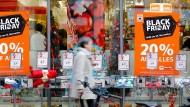 Am Black Friday werben die Händler mit satten Rabatten. Doch Verbraucher sollten trotzdem nicht zu blind zulangen.