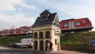 Ein bisschen Alte Oper: Das früherer Trafohäuschen am Bahnhof in Oberursel ist zum Wohnhaus umgebaut worden.