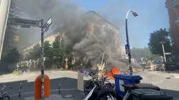 Brennende Barrikaden in Berlin