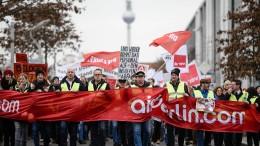 Air Berliner demonstrieren für ihre Übernahme