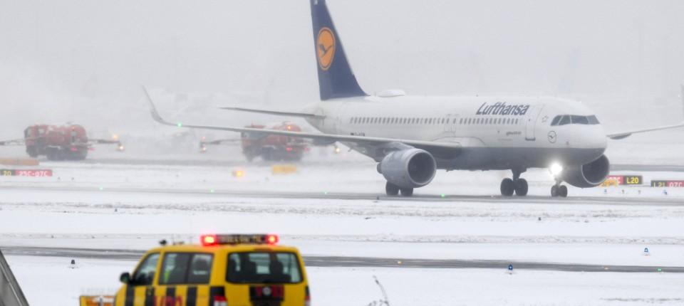 Wegen Schnee Und Eis Chaos An Flughafen In Frankfurt Und Dusseldorf