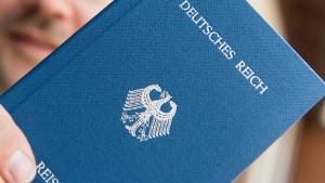 Reichsbürger verletzen drei Polizisten mit Reizgas