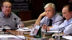 Der Druck wächst: Nicolaz Leoz (l.) und Ricardo Teixeira (m.