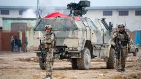 Bundeswehrsoldaten sichern in Afghanistan eine Straße (Archivfoto)