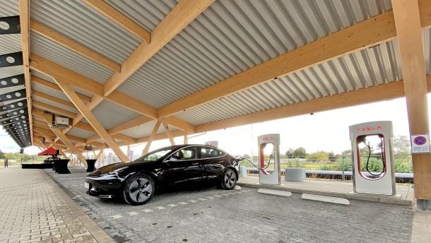 Tesla will seine Ladesäulen für alle öffnen