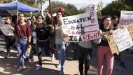 Wie Studienkredite Amerikas Wirtschaft bedrohen