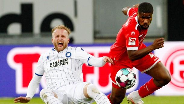 Düsseldorf zieht mit HSV gleich