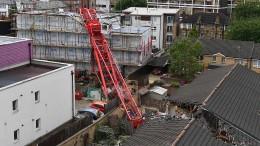 Baukran stürzt in Londoner Wohnhaus