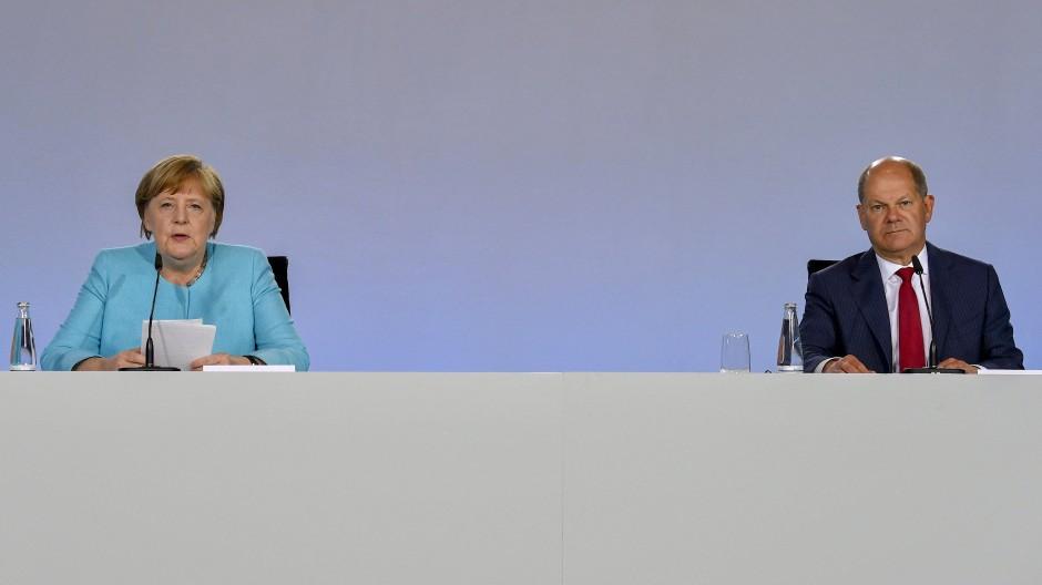 Bundeskanzlerin Angela Merkel und Bundesfinanzminister Olaf Scholz präsentieren die Einigung im Bundeskanzleramt.
