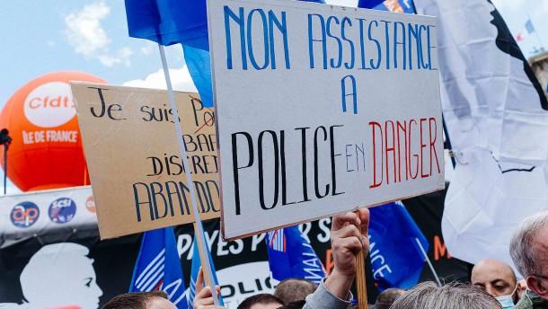 Zehntausende Polizisten demonstrieren in Paris