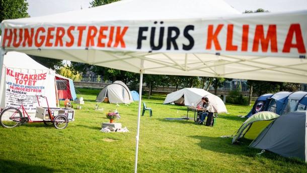 Berliner Klimaaktivisten weiter im Hungerstreik