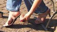 High Heel und Sandale in einem