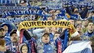 Schalke grüßt Dortmund: Beleidigung, Kunst, Selbstbekenntnis?