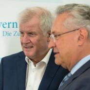 Mit mehr Härte gegen die Terrorgefahr: der bayerische Ministerpräsident Horst Seehofer (r.) und sein Innenminister Joachim Herrmann am Donnerstag in Gmund