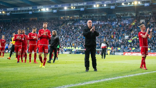 Kaiserslautern trennt sich von Trainer Frontzeck