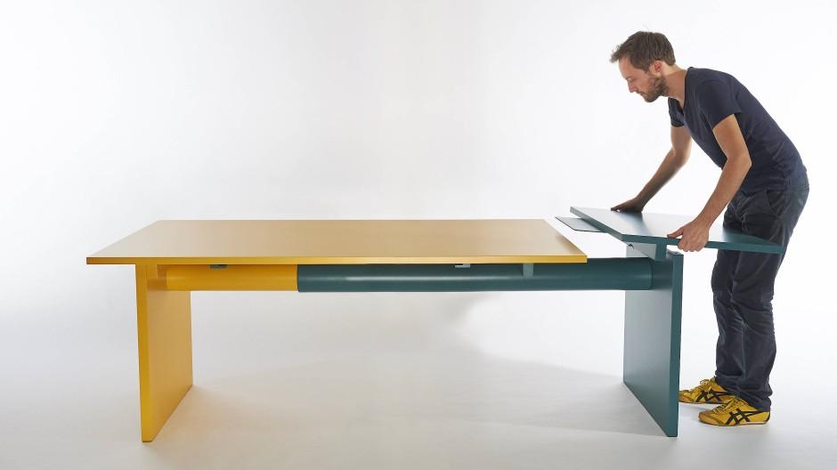 Einfach mal anbauen: Peter Otto Vosdings Tisch Pipe-Line lässt sich dank ineinander laufende Rohre aus Papier ausziehen.
