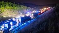 Im Südwesten Deutschlands gab es in der Nacht hingegen starke Unwetter, die dazu führten, dass die A8 bei Pforzheim (Baden-Württemberg) gesperrt werden musste.
