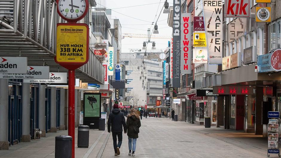 Viele Modehändler leiden unter den leeren Fußgängerzonen in Folge der Corona-Krise wie hier in Dortmund.