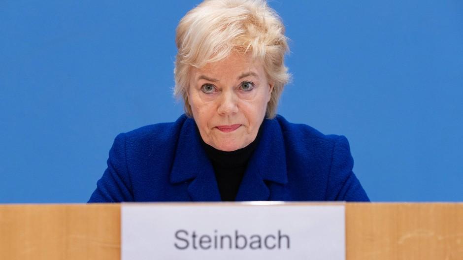 Die Vorsitzende der Desiderius-Erasmus-Stiftung, Erika Steinbach, bei einer Pressekonferenz am 25. März 2019