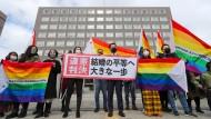 """""""Erster großer Schritt"""": Kundgebung vor dem Gericht in Sapporo"""