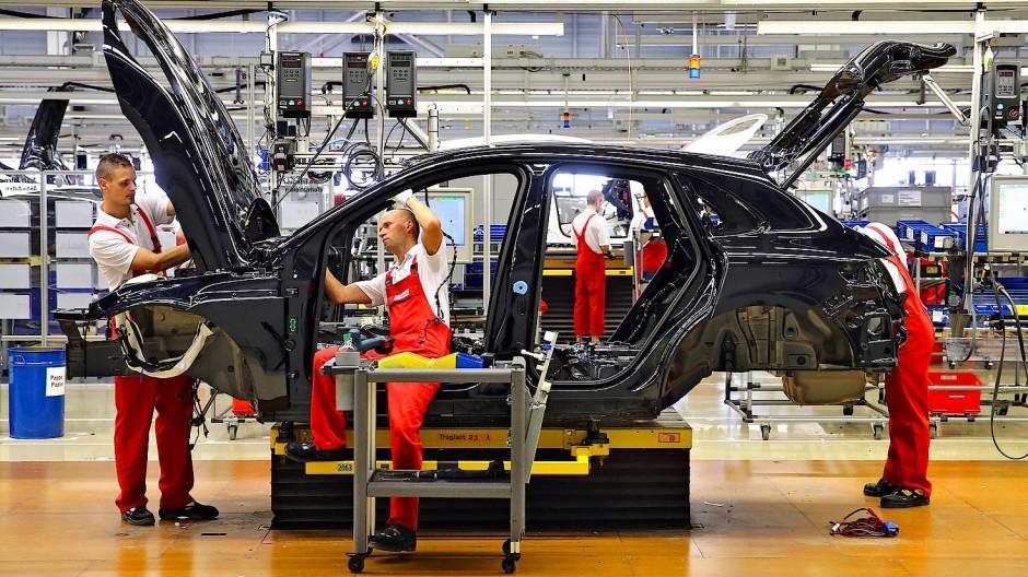 Blick in eine Autofabrik in Leipzig: