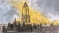 Feuer vom Wasser aus gesehen: In der Nacht vom 14. auf den 15. August 1867 stand der Dom in Flammen.