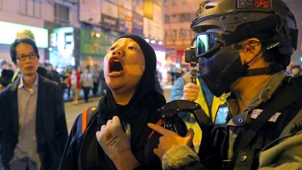 Neue Zusammenstöße zwischen Demonstranten und Polizei