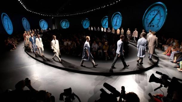 Herrenmode - Auf der Pitti Uomo Messe in Florenz zeigen mehr als 1000 Aussteller Modetrends; Besuch bei dem Modedesigner Brunello Cucinelli in Solomeo; Herrenmodewoche in Mailand mit den Modeneuheiten aus Italien