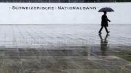 Der Geldpolitik der Schweizerischen Nationalbank kommt der schwache Franken entgegen.