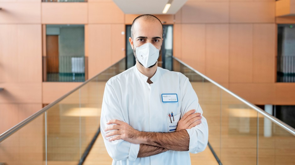 """""""Eine Erkrankung darf nie zum Stigma werden."""" Cihan Çelik rechnet im Herbst vor allem mit Corona-Patienten, die ungeimpft sind."""