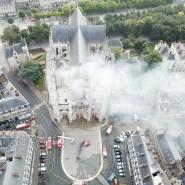 Am 18. Juli ging die Kathedrale von Nantes in Flammen auf.